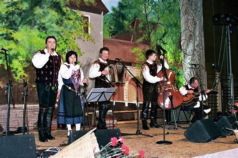 contoh alat musik ritmis harmonis  melodis gontoh
