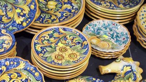 lade artistiche lade ceramica deruta le inimitabili ceramiche di caltagirone