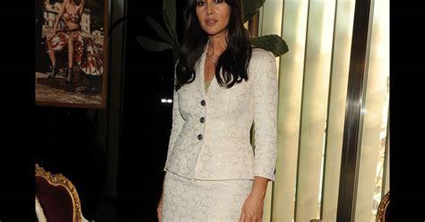 monica bellucci eros ramazzotti monica bellucci superbe dans un ensemble blazer jupe