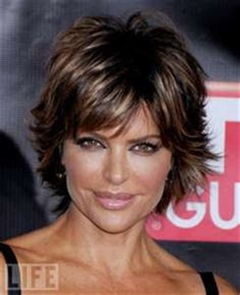 what color is lisa rinna s hair pretty cool dark pixie haircut with layers girls sn