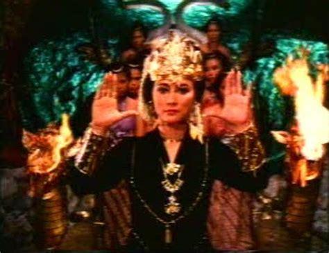 snake queen nyi blorong jni blorong sisworo gautama die danger die die kill nyi blorong aka snake queen