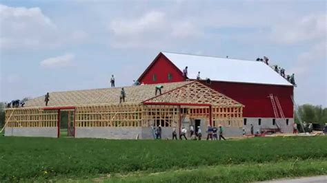 The Barn Hours Amish Craftsman Build This Barn In 10 Hours