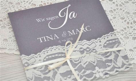 Hochzeitseinladung Mit Spitze by Hochzeitseinladungen Spitze Quot Edles Strumpfband Quot