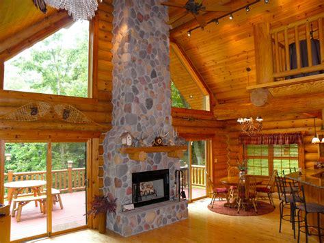 Cabins In Iowa With Tubs by Paint Creek Lodge 5 Bedroom Log Cabin With Tub