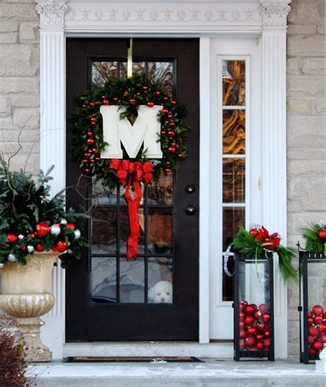 front door wreath ideas 1000 ideas about christmas front doors on pinterest