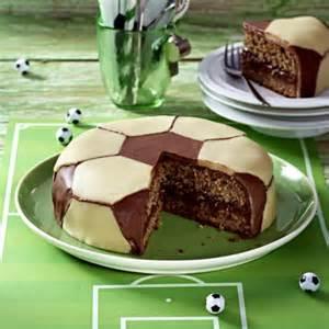 fussball kuchen backen fussball schokoladen torte rezept lecker de