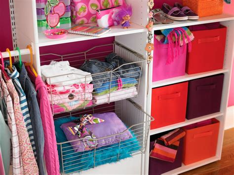 organizing small walk in closets ideas