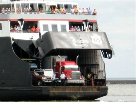 ferry boat from wisconsin to michigan ss badger leaving wisconsin for michigan picture of s s