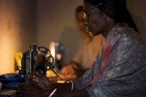sewin pics for black women file india varanasi black woman sewing machine 2276