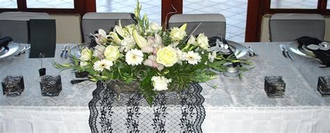 wedding table flowers images the ultimate wedding flower guide inmotion flowers