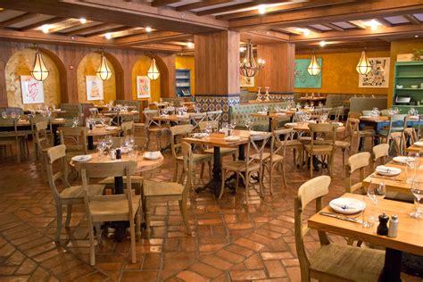 park hotel casolare restaurant reclaimed oak