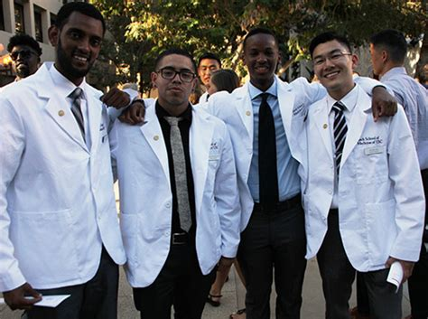 Usc Dds Mba by New Students Enter Medicine And Get A White Coat To