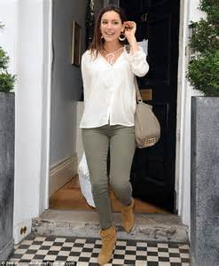 Bright and breezy kelly brook looks fresh faced in an olive and cream