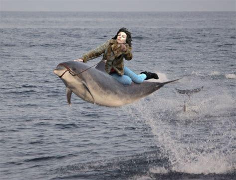 Scarlett Johansson Falling Down Meme - scarlett johansson falls down internet takes over