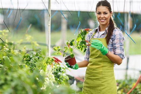 garten und landschaftsbau ausbildung gehalt g 228 rtner g 228 rtnerin ausbildung beruf gehalt und bewerbung