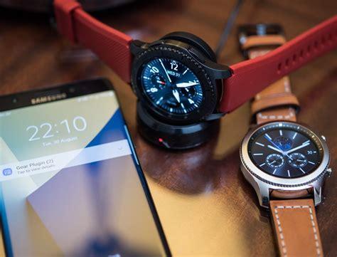 samsung gear  frontier classic smartwatch hands