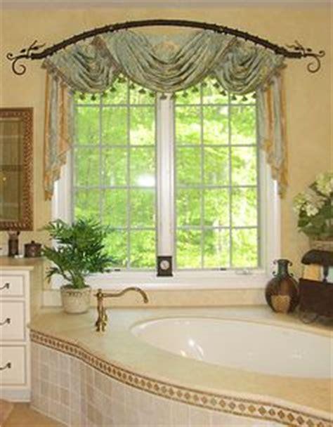 badezimmerfenster behandlungen ideen tolle ideen wie sie ihr dreiecksfenster verdunkeln