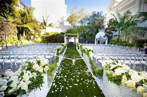 Wedding Aisle Runner For Grass by Lay An Aisle Runner Of Grass For Your Is She