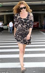 Sandal Flat An11 cat deeley is still smiling brightly as she jets back into