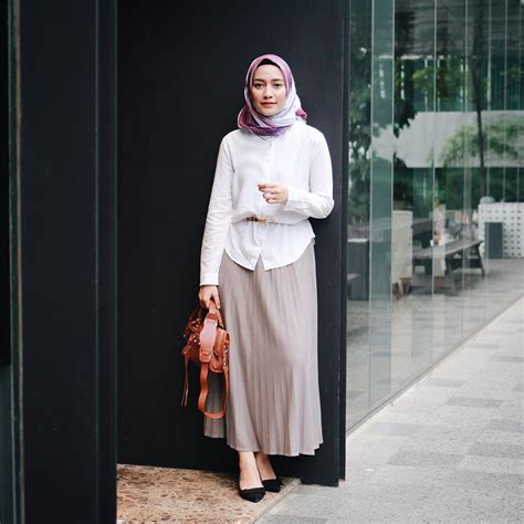 Stelan Celana Hitam Blouse Putih Wa 10 ootd kekinian untuk kuliah kasual kece