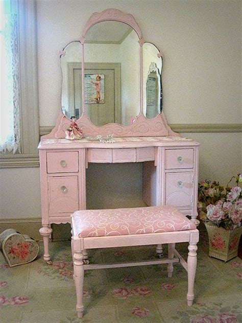 Pink Vanity Desk by Best 25 Pink Vanity Ideas On Small Room Decor White Chic And Pink Furniture