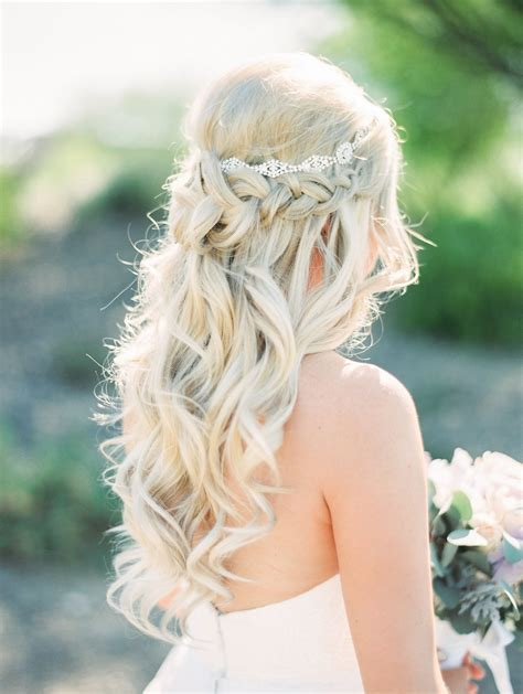 perfect long blonde curls bridal hair fit for a princess