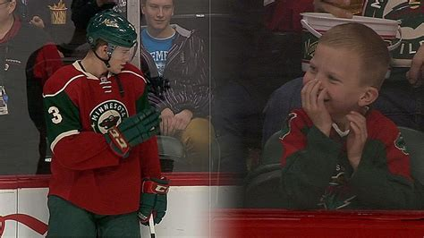 mn wild fan cam minnesota wild hockey player makes a young fan s day