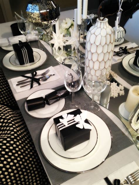 black and white table setting 3 looks to decorate your table this christmas