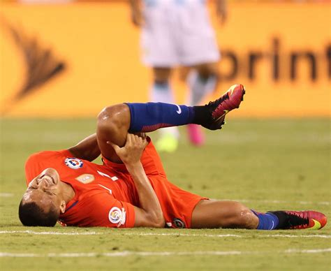alexis sanchez injury alexis sanchez injury arsenal and chile star will be out