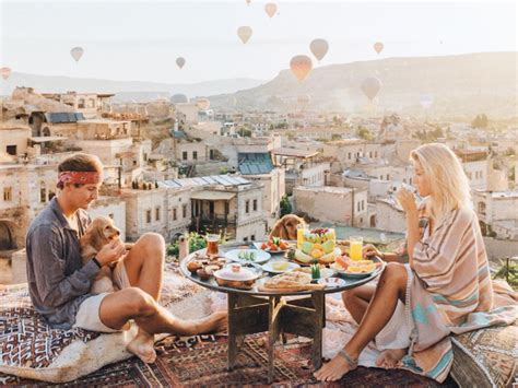 Travel blogging couple get paid up to £7,000 per Instagram