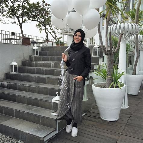Sepatu Wedges Kelinci Zr016 Putih 48 15 gaya remaja muslim modern dengan sepatu putih
