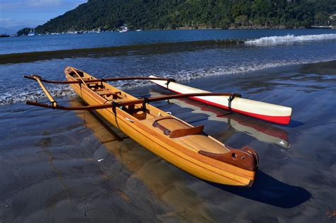 canoes in outrigger sailing canoes