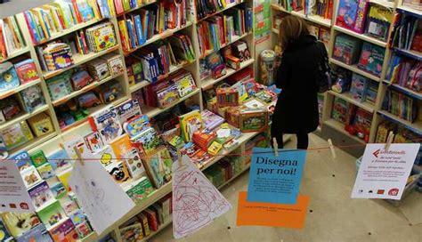 libreria feltrinelli ferrara l appuntamento e venti feltrinelli festeggia a ferrara