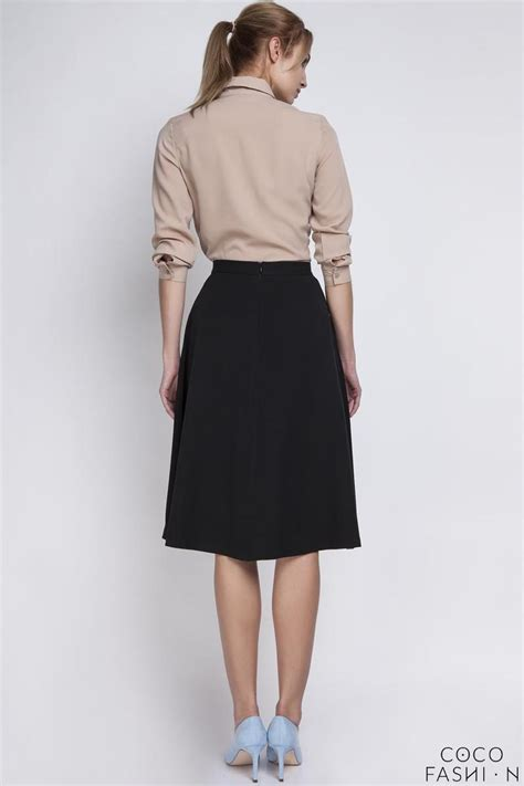 black retro style midi lenght skirt with fold