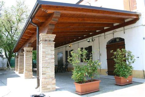 materiale per tettoie costruire tettoia in legno pergole e tettoie da giardino