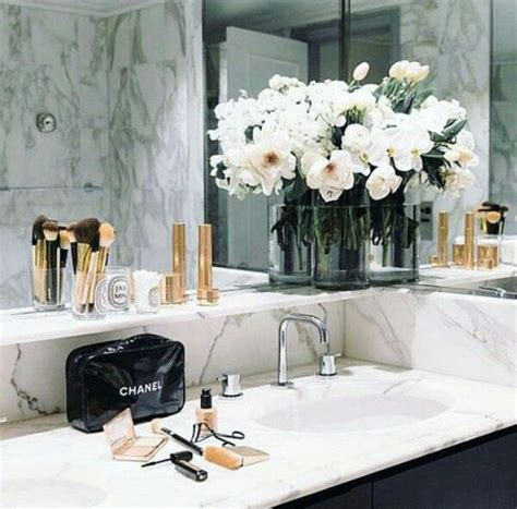 flowers in the bathroom 17 best ideas about bathroom flowers on pinterest bathroom counter organization