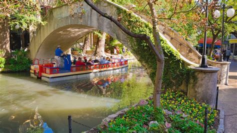 riverwalk boat ride in san antonio things to do on the san antonio river walk san antonio