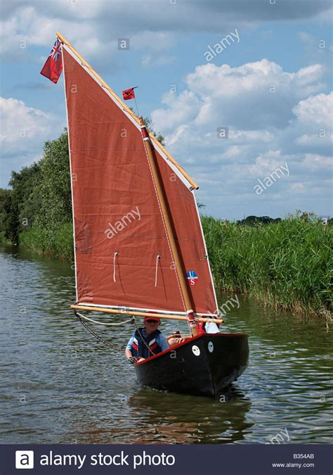 sailing dinghy hire norfolk broads children in sailing dinghy boat on river thurne norfolk
