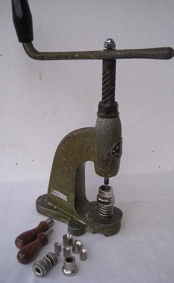 Kancing Vintage Besi toko antiek retro vintage kuno alat pembuat kancing baju