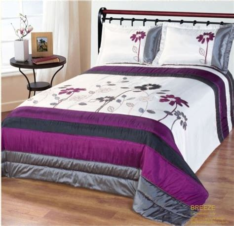 Purple Quilted Bedspreads by Grey Purple Luxury Quilted Bedspread With Pillowshams