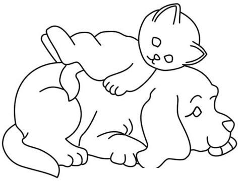 imagenes de animales juntos para colorear dibujo de gatito durmiendo sobre perrito para pintar y