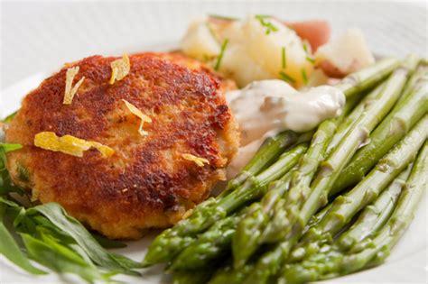 Salmon Cake Dinner | tonight s dinner potato salmon cakes recipe
