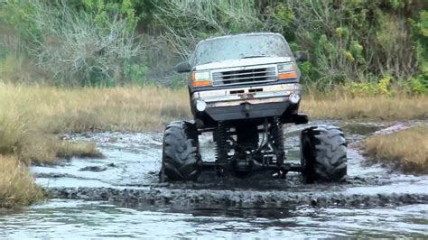 monster trucks mud bogging videos 7 lakes new years 2013 mud bogging 4x4 trucks with