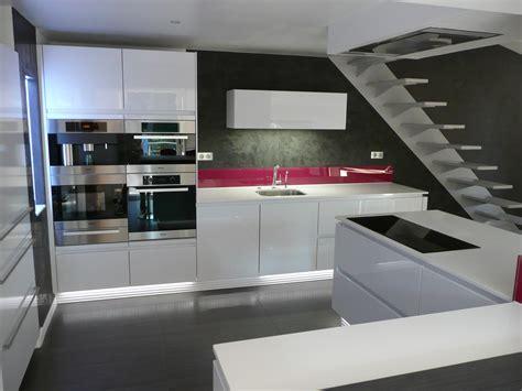 Bien Photo Salle De Bain Moderne #7: Cuisine-Blanc-Moderne-201208271753104o.jpg