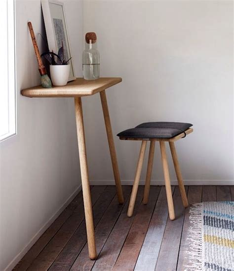 Corner Desk And Stool by 1000 Ideas About Small Corner Desk On Corner