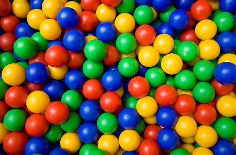 100 Plastic Ball Pit Balls Colored Banner Paper L
