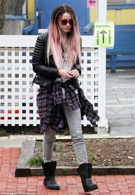 johnny depp wears a wig in public new photo shows 81 best images about amber heard on pinterest loose buns