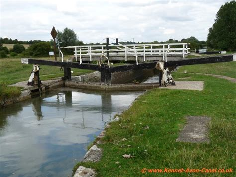 canal swing bridge newbury to hungerford walking along the kennet and avon