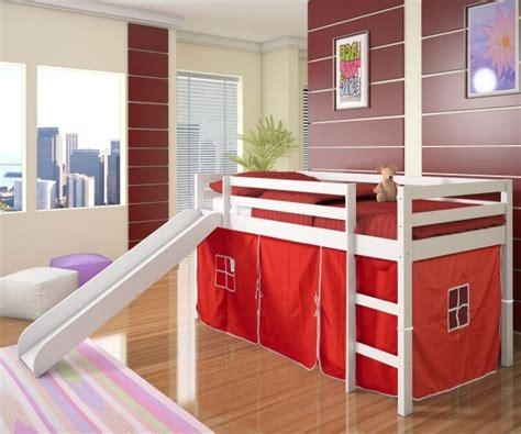 chambre enfant toboggan chambre pour enfant avec un lit mezzanine et toboggan