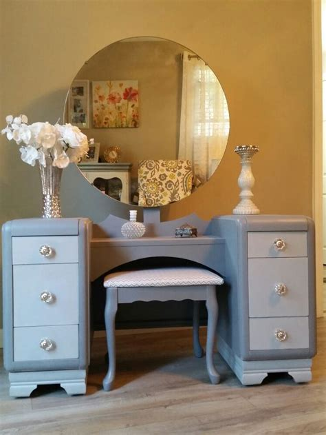 Refurbished Vanity Table by 25 Great Ideas About Refurbished Vanity On